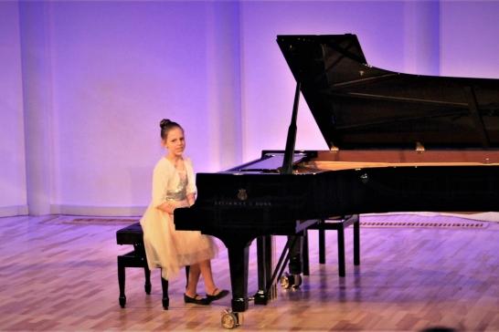 V Starptautiskais Lūcijas Garūtas jauno pianistu konkurss